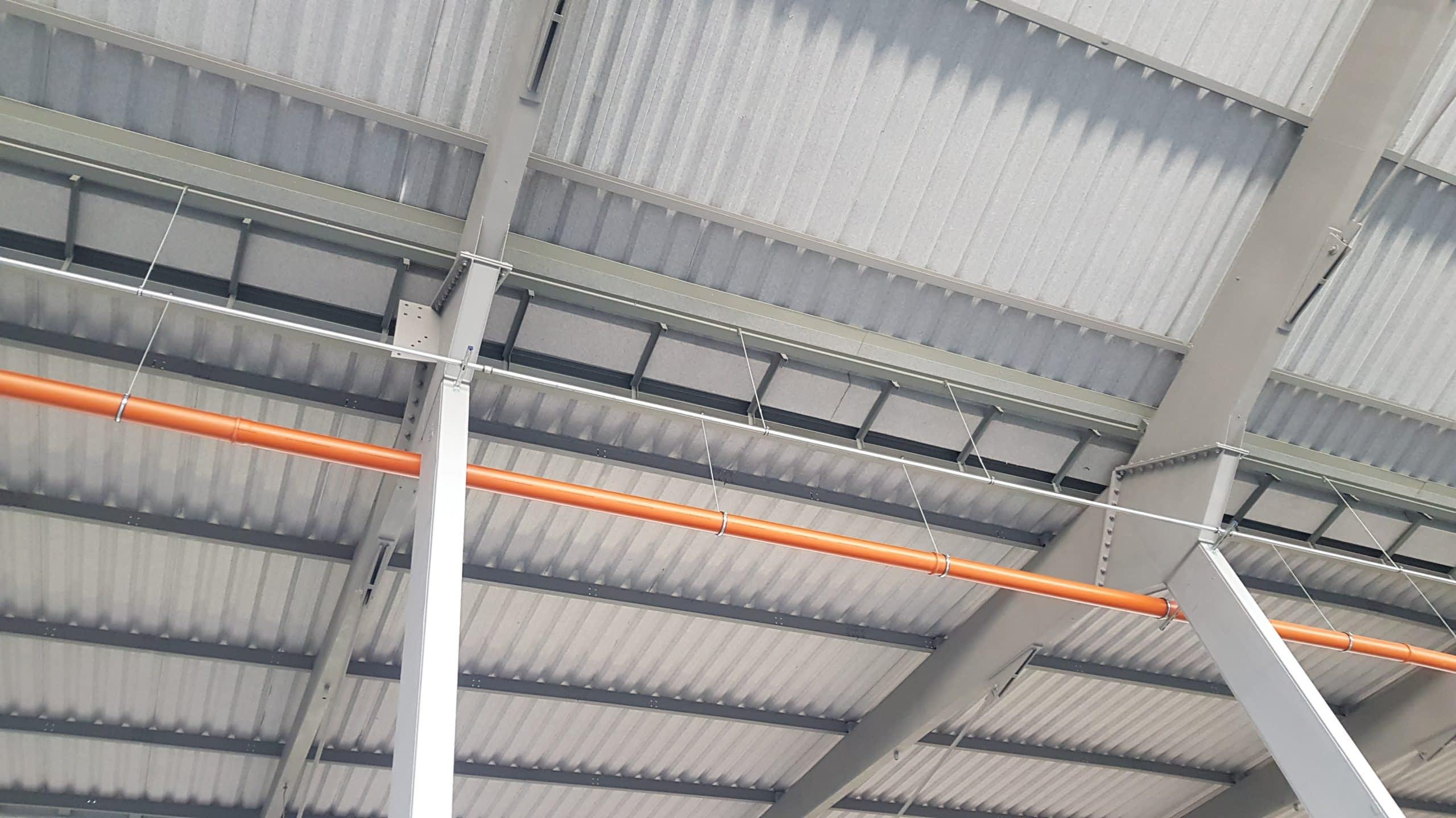 Kvalita plechovej strechy závisí vo veľkej miere od izolácie, ako to nepokaziť?