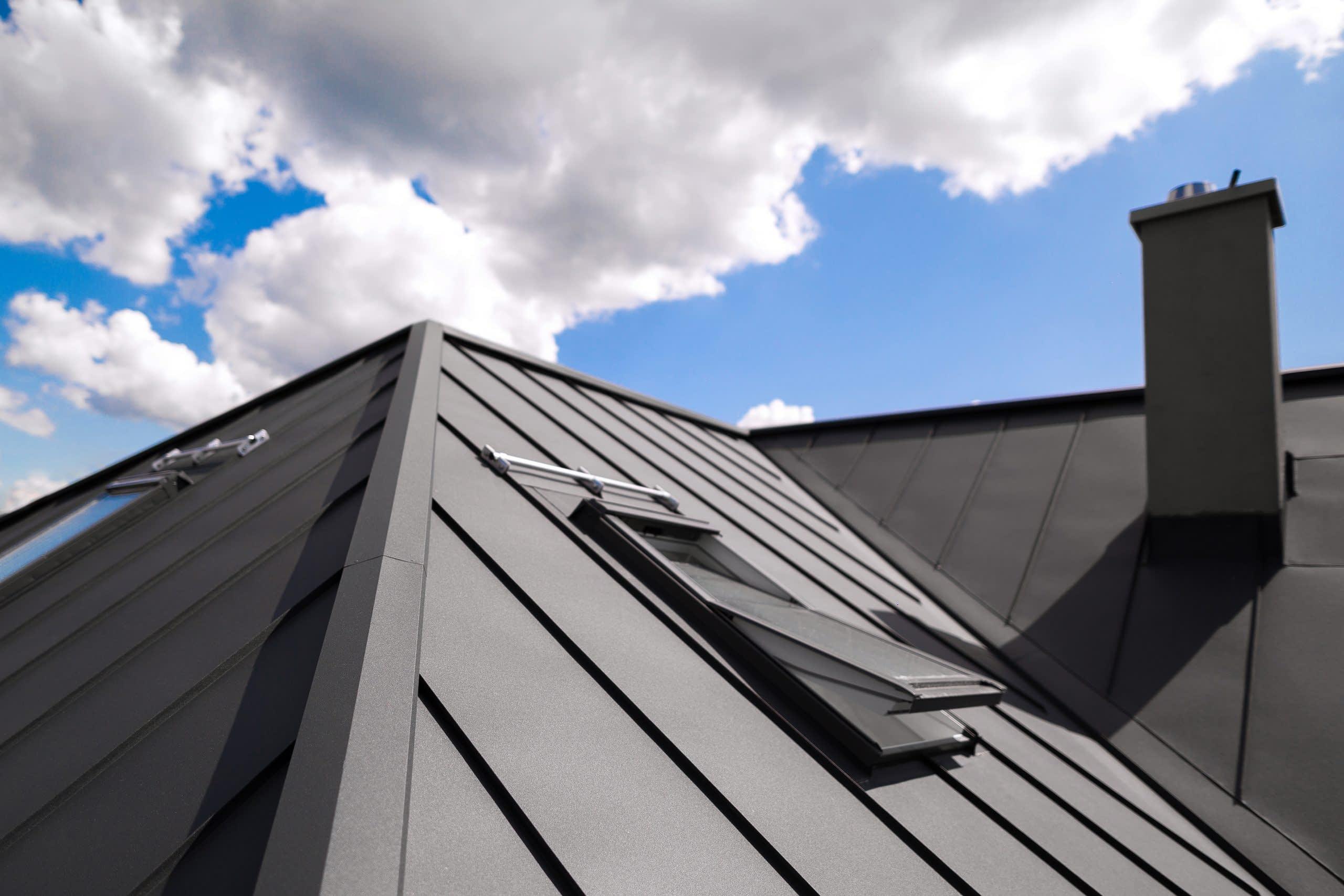 Akú farbu vybrať na strechu?