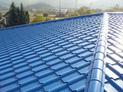 Ako čistiť plechovú strechu počas roka?