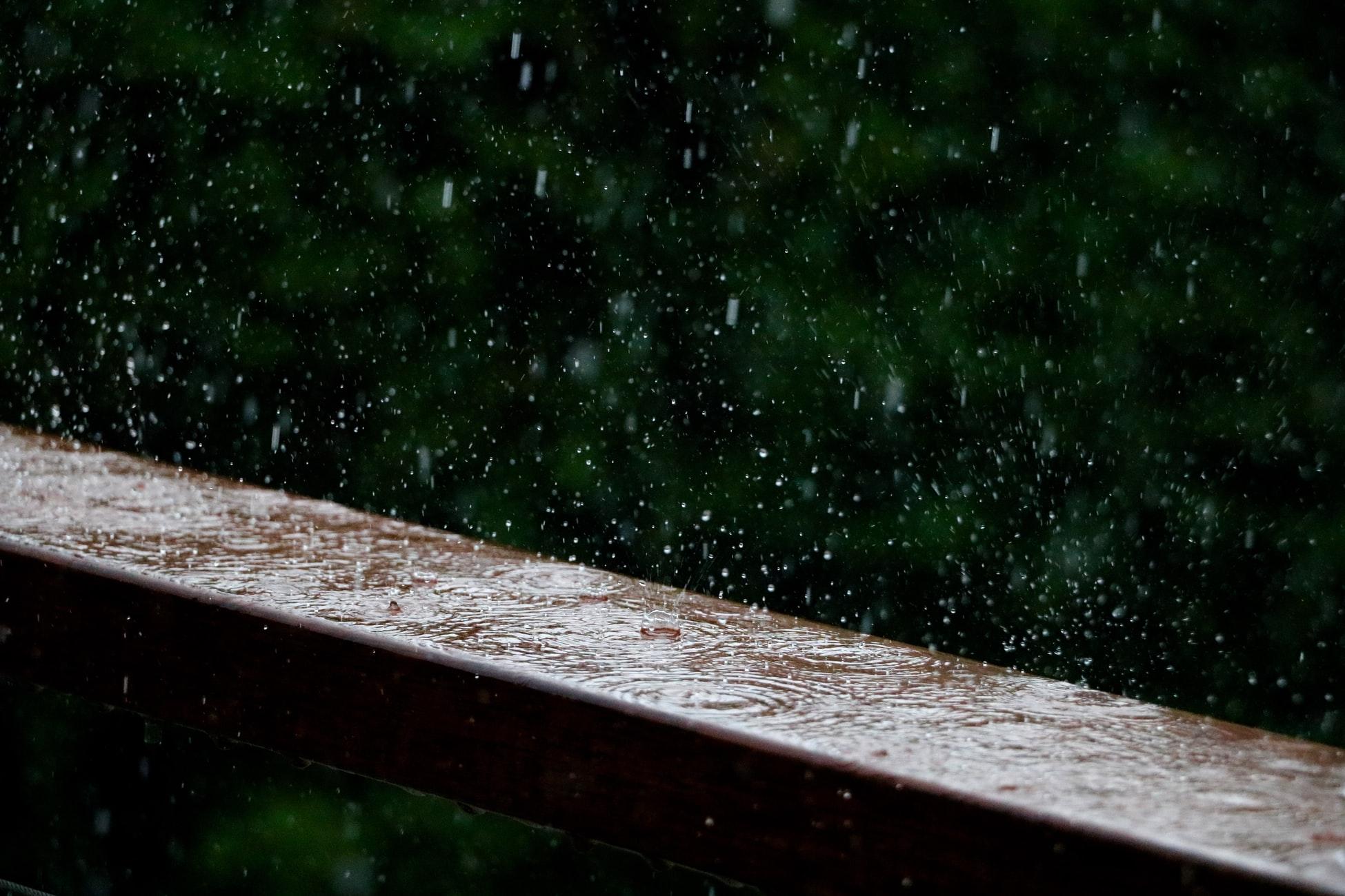 Hlavné zásady pre efektívne odvádzanie a zachytávanie vody zo strechy